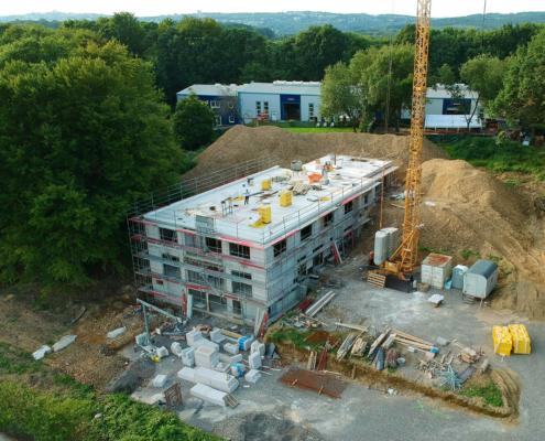 luftaufnahme neubau unternehmensgebäude