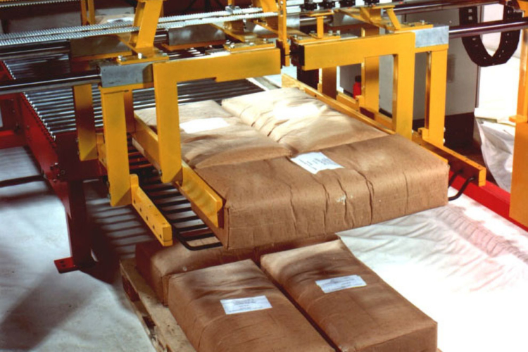 layer palletizer with yellow red bags