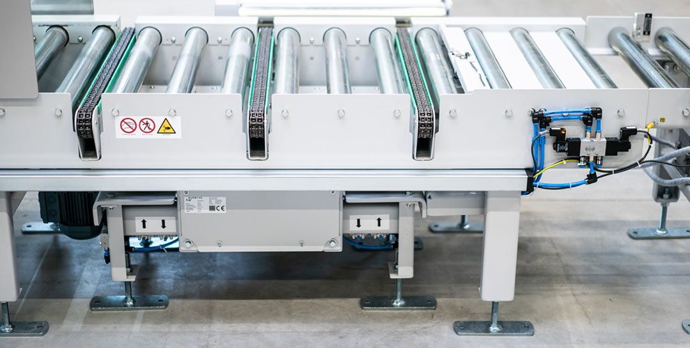 Chain diverter roller conveyor