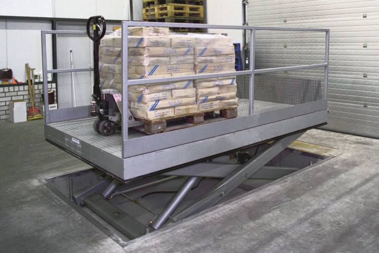 loading lift table with pallet