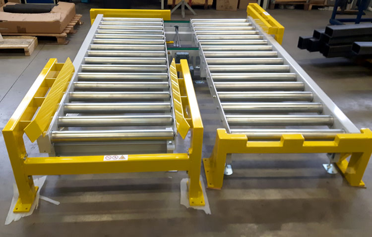 Roller conveyor collision protection centring aids
