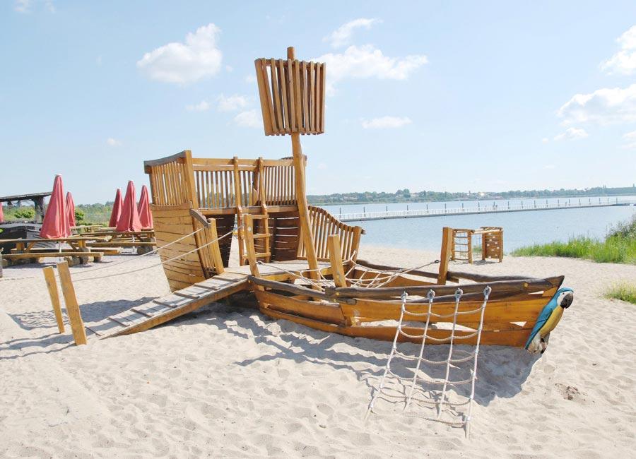 spiel schiff am strand
