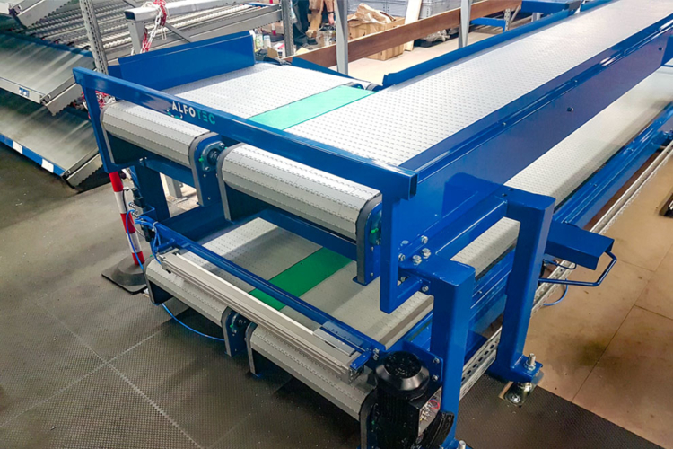 apron conveyor white blue
