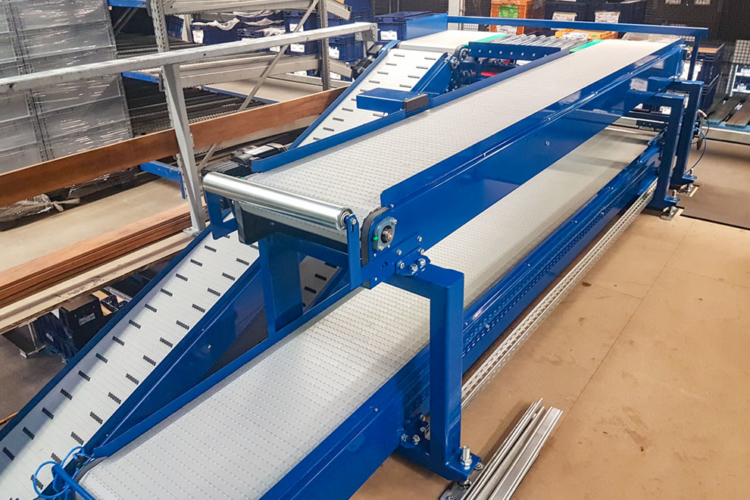 apron conveyor on several levels