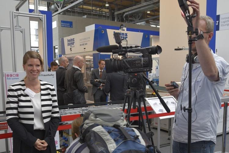 fernseh team mit kamera und mirko
